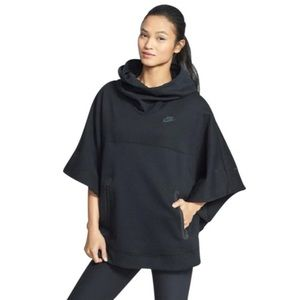 Nike Tech Fleece Hooded Poncho 🏃🏻♀️